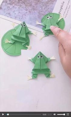 Diy Crafts For Gifts, Paper Crafts For Kids, Diy Arts And Crafts, Creative Crafts, Fun Crafts, Colorful Crafts, Newspaper Crafts, Kids Crafts Diy Easy, Kids Origami Easy