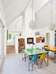 Keltainen talo rannalla: Väriä, vintagea ja modernia