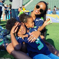 Ciara links arms with her husband Russell Wilson Cute Family, Baby Family, Family Goals, Ciara Wilson, Ciara And Russell Wilson, Ciara Blonde Hair, Ciara Style, Ciaran Hinds, Football Girlfriend