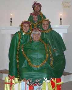 Wearing trash bags makes dressing up for the photo so much easier. 21 awkward family holiday photos