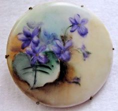ANTIQUE-HAND-PAINTED-PURPLE-VIOLETS-FLORAL-FLOWERS-PORCELAIN-PIN-BROOCH
