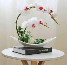 Resultado de imagen para ikebana how to Arrangements Ikebana, Creative Flower Arrangements, Ikebana Flower Arrangement, Beautiful Flower Arrangements, Wedding Flower Arrangements, Silk Flowers, Floral Arrangements, Beautiful Flowers, Flowers Garden