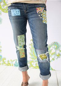 Free sewing pattern: Amy Butler jeans patches (A how-to and tips for fun jeans patches.)---a ltlle much, but one or two here or there might be cute Diy Clothing, Sewing Clothes, Fashion Sewing, Denim Fashion, Sewing Patterns Free, Free Sewing, How To Patch Jeans, Mode Jeans, Patched Jeans