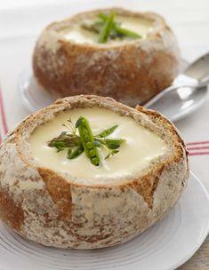 Erstatt suppeskålen med en suppebolle av brød, og gjør måltidet ekstra hyggelig. Suppeboller passer fint som gjestemat - og gjør at oppvasken blir mindre.