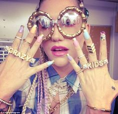 """Kesha's Appropriation of African-American Culture with """"Crazy Kids"""" Steam Punk, Rihanna Nails, Kids Music Videos, Festivals, Hollywood Nails, Kesha Rose, Ghetto Fabulous, Soft Ghetto, Grunge"""