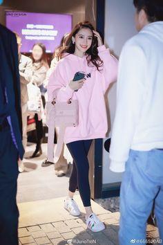 Korean Girl Fashion, Womens Fashion, Skirt And Top Set, Angelababy, Girl Cartoon, Asian Beauty, Rain Jacket, Windbreaker, Celebrities