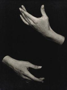 """Thèrése le Prat (1895 - 1966 ), Les Mains de Roger Desmares dans """"Le manteau"""" d'apres Gogol ( compagnie Marcel Marceau)"""