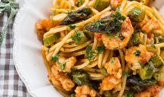 Makaron z krewetkami i szparagami z czerwonym pesto • Lista przepisów • DietMap