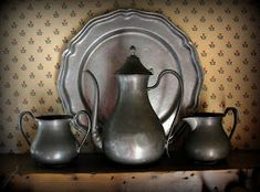 The Cranky Crow: Tuesday Display Chain ~ PATINA! Primitive Living Room, Country Primitive, Country Sampler, Primitive Kitchen, Primitive Decor, American Decor, American Country, Antique Pewter, Early American
