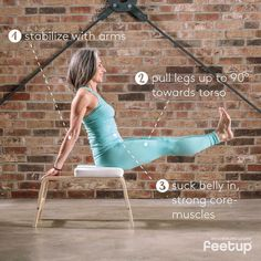 We know, fat keeps us warm when it's cold in winter. However, we put up with freezing a bit and strengthen our abs on our FeetUp 😜 ➡️ FeetUp Tip: Use the FeetUp to stabilize yourself in this position, allowing you to fully concentrate on your core.✅ #feetup #feetupyoga #yogaprops #yogagirl