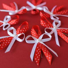 vývazek, puntíky, polka dot, červená Wedding Centerpieces, Wedding Decorations, Baby Shower Pin, Diy Ribbon, Diy Home Crafts, How To Make Bows, Corsage, Cancer Awareness, Funeral