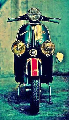 Image may contain: outdoor Piaggio Vespa, Lambretta Scooter, Vespa Scooters, Vintage Vespa, Vintage Cars, Lml Star, Vespa Smallframe, Motos Vespa, Classic Vespa
