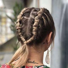 Trenza de Tubo • Peinado en tendencia este 2018 Cute Hairstyles, Dreadlocks, Hair Styles, Beauty, Fashion, Bohemian Hairstyles, Hairstyles For Girls, Plaits Hairstyles, Music Festivals