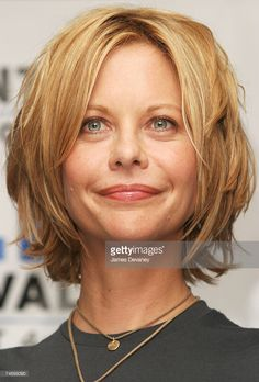 World's Best Toronto International Film Festival In The Cut Press Conference Stock Pictures, Photos, and Images Meg Ryan im Delta Chelsea Hotel in Toronto, Kanada. Meg Ryan Hairstyles, Messy Bob Hairstyles, Haircuts For Fine Hair, Meg Ryan Haircuts, Short Layered Haircuts, Short Hair Cuts, Medium Hair Styles, Short Hair Styles, Great Hair