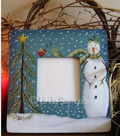 This is a winter picture frame project by Linda Samuels, Winter Wonders E-Packet - Linda Samuels. Christmas Crafts To Make, Christmas Art, Christmas Projects, Holiday Crafts, Holiday Decorations, Tole Decorative Paintings, Tole Painting Patterns, Painting Templates, Country Paintings