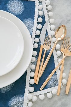 Easy Entertaining: DIY Pom Pom Placemats! - Sugar and Charm - sweet recipes - entertaining tips - lifestyle inspiration