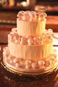 White Meringue Mushroom wedding cake, Sweet Cheeks Baking Co. at Bandy Canyon, photographsbyanjuli.com
