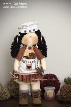 Boneca Artesanal de Tecido - Chocolate