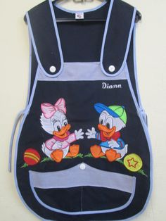 DONALD,DEISY BEBE  TERGAL MARINO  MOD-TIRANTE Sewing Aprons, Sewing Leather, Kindergarten Teachers, Leather Projects, Baby Sewing, Crochet, Marie, Patches, Hair Beauty
