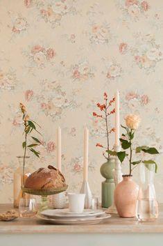 טפט פרוחני, מקסים ואביבי בצבעים רכים ונעימים Candle Holders, Home, Wallpaper, Candles, Vinyl, Wall