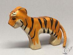 Spielzeug Tiger Junges Holz mehrfarbig orange von GeorgiaWoodenToys