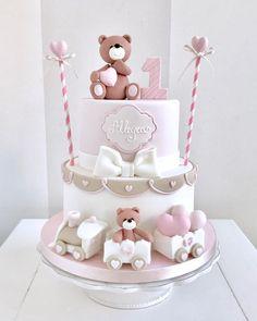 Fofura de bolo com o tema Ursinha! Baby Cakes, Baby Shower Cakes, Cupcake Cakes, Baby Girl Birthday Cake, Baby Birthday Cakes, Girl Birthday Themes, Christening Cake Girls, Teddy Bear Cakes, Themed Cakes