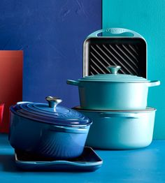 Le Creuset Azure and Aqua Blue Dutch Ovens Kitchen Pantry, Kitchen Stuff, Kitchen Sink, Enameled Cast Iron Cookware, Le Creuset Cast Iron, Dutch Ovens, Blue Things, Prop Styling, Skillets