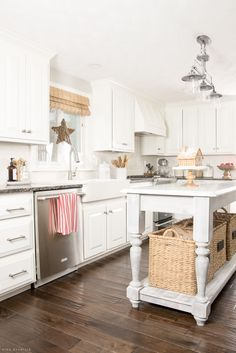 farmhouse-christmas-kitchen