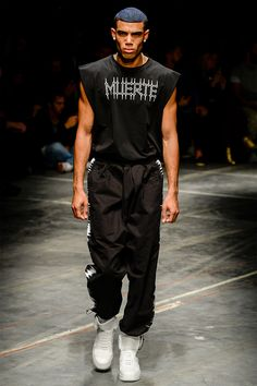 Marcelo Burlon County of Milan showed its Spring/Summer 2017 collection during Milan Fashion Week. The collection is an ode to noise that ignites unstoppable waves of change. Under the slogan SONIDO, spelt out loud in gothic fonts,... »