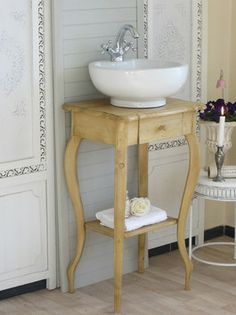 www.badmoebel-landhaus.com Alte Möbel als Waschschränke aufgearbeitet