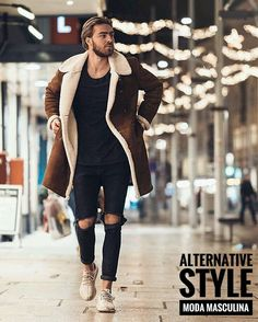 If you're after a casual but also dapper outfit, opt for a brown shearling coat and black ripped jeans. And if you need to effortlesslly play down this ensemble with a pair of shoes, introduce beige athletic shoes to the mix. Mode Man, Winter Stil, Ootd Winter, Winter Outfits Men, Winter Clothes, Summer Outfits, Moda Blog, Sneakers Mode, Running Sneakers