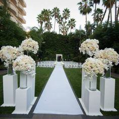 Cheap Wedding Table Centerpiece Ideas - Put the Ring on It Wedding Ceremony Flowers, Fall Wedding Bouquets, Outdoor Wedding Decorations, Wedding Table Centerpieces, Wedding Vows, Wedding Bridesmaids, Wedding Pillars, Wedding Entrance, All White Wedding