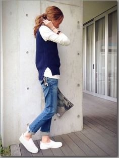 Navy top with blue jeans Tomboy Fashion, Denim Fashion, Look Fashion, Fast Fashion, Girl Fashion, Fashion Outfits, Womens Fashion, Fashion Trends, Mode Outfits