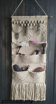 Macrame Wall Hanging Patterns, Crochet Wall Hangings, Macrame Patterns, Crochet Patterns, Jewelry Organizer Wall, Jewelry Organization, Jewelry Holder, Macrame Bag, Macrame Knots