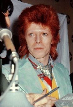 """starman-inthesky: """"David Bowie at the Tokyo Press Conference in 1973 """" Angela Bowie, David Bowie Born, David Bowie Ziggy, Brixton, Duncan Jones, Ziggy Played Guitar, Bowie Starman, The Thin White Duke, Major Tom"""