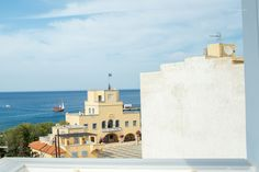 Ξενοδοχεία Κάρπαθος. Απολαύστε τις διακοπές σας. Sunrise Hotel, Karpathos, Shopping Center, City, Building, Holiday, Travel, Vacations, Viajes