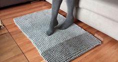 Casi siempre te enseño proyectos de trapillo tejidos a crochet pero también  puedes tejerlo con dos agujas. Desde que. 8f85d12abe1