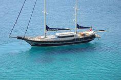 Charter Blue Heaven, 5 cabins, 9 berths.