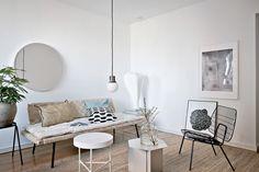 découvrir l'endroit du décor : FRAÎCHEUR NATURE Gravity Home, Daybed, Living Room Interior, Apartment Living, Decoration, Ikea, Dining Table, Pastel, Loft
