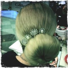 Hair bun is maybe the easiest hairdo to be decorated! Even the place of the bun makes it look like different but how about various decorations! #hair #hairdo #hairbun #bun #hairdecoration #pearls #diamonds #hairpin