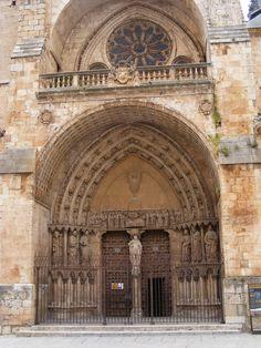 Portico de la Catedral de Burgo de Osma España