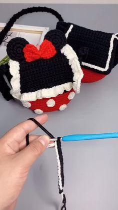 Crochet Bag Tutorials, Crochet Videos, Diy Crochet, Crochet Crafts, Crochet Baby, Crochet Projects, Knitting Patterns, Crochet Patterns, Purse Patterns