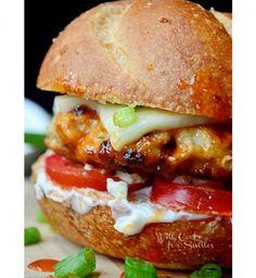 Burger au poulet mariné et au bleu