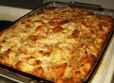 This bread pudding recipes, from an old Amish cookbook, is absolutely incredible. Toffee Sauce, Fudge Sauce, Pudding Recipes, Bread Recipes, Cooking Recipes, Peach Pound Cakes, Bread Mix, Pudding Cake, Simply Recipes