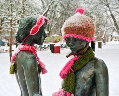 Cute couple - Sweden yarnbombing