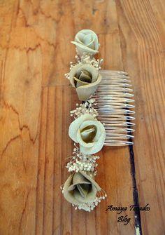 #Peineta para #comunión realizada con flores de lino en tonos tierra y #hair #bridal #wedding #artesania #boda, #noviaaccesorios #novia #peineta #coronacomunion #comunion #arras #lino #paniculata #minimargaritas #margaritas #eventos #Fascinator #Feather #Hair Clip , #invitada #invitadaperfecta #madrina #Millinery #pamela #tocado #vintage #wedding #Amayatocados blog #bridal #moda #complementos #chic #boda #fiesta #chic #flor #Verano