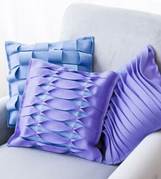 Just when you think you've seen everything! Check out these amazing folded #felt pillows.