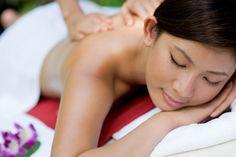 Erleben Sie Linderung Ihrer Rückenschmerzen und Verspannungen, bei Kitty´s Thai Massage in Stuttgart. www.kittys-thaimassage.de