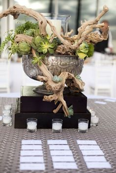 Natural décor is luxurious and fits every wedding theme and season. Today I'd like to inspire you with a whole bunch of adorable décor ideas with driftwood. Driftwood is amazing, first of all, for beach weddings but you can also. Driftwood Centerpiece, Driftwood Planters, Succulent Centerpieces, Succulent Arrangements, Driftwood Art, Cacti And Succulents, Wedding Centerpieces, Floral Arrangements, Wedding Decorations