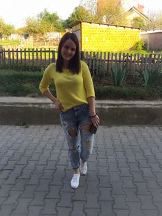 #yellow and #ripped jeans for today